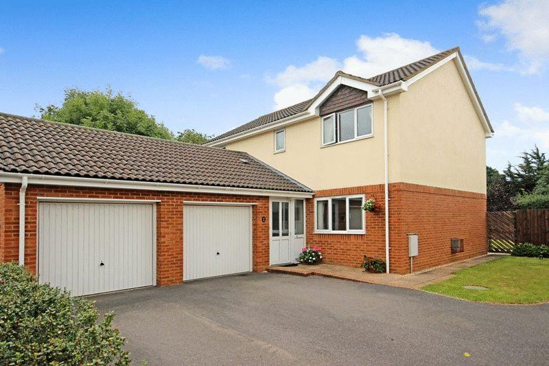 4 Bedrooms Detached House for sale in HOBURNE FARM HIGHCLIFFE CHRISTCHURCH