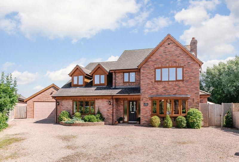 5 Bedrooms Detached House for sale in MORETON-ON-LUGG