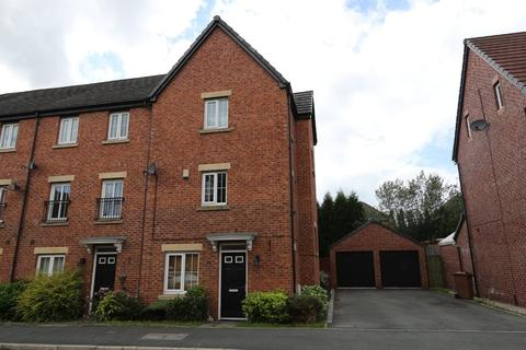 4 bedroom townhouse to rent - 9 Lorna Way, Irlam, Manchester