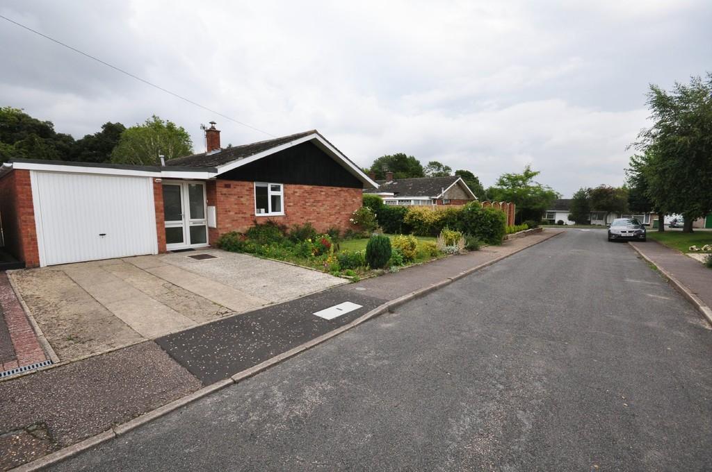 4 Bedrooms Detached Bungalow for sale in Longs Close, Newton Flotman