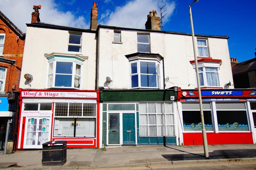 2 Bedrooms Maisonette Flat for sale in Dean Road, Scarborough