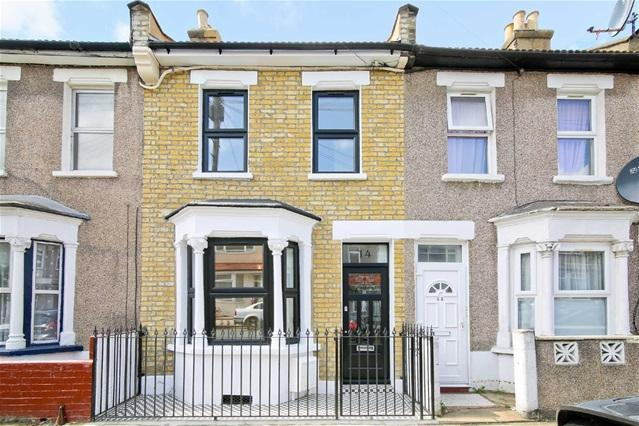 3 Bedrooms House for sale in Tennyson Road, Stratford Village