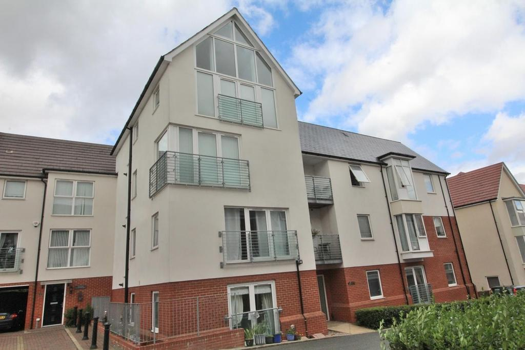 2 Bedrooms Apartment Flat for sale in Montfort Drive, Off Beehive Lane, Great Baddow, Chelmsford, Essex, CM2