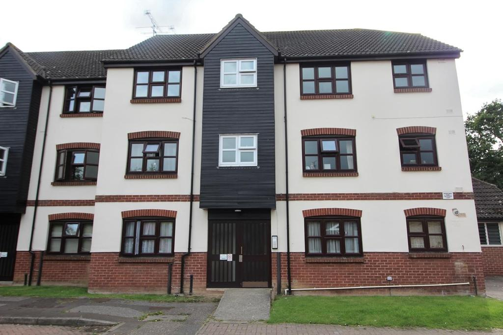 2 Bedrooms Apartment Flat for sale in Bounderby Grove, Chelmsford, Essex, CM1