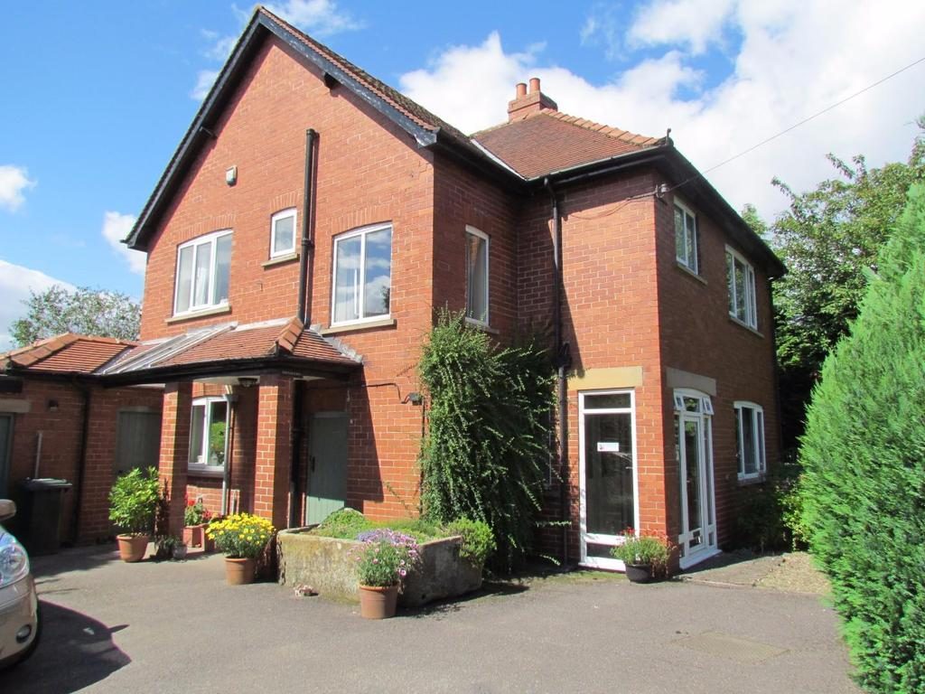 3 Bedrooms Detached House for sale in Whitby Road, Pickering