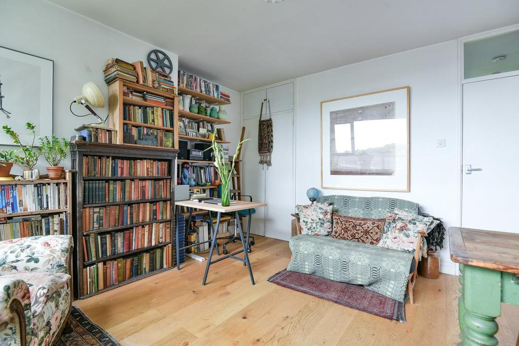 1 Bedroom Flat for sale in Hillcrest, Sunray Avenue, Herne Hill