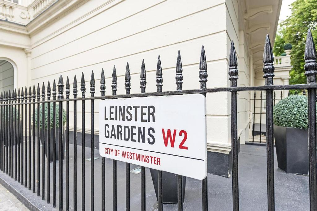 2 Bedrooms Flat for sale in Leinster Gardens, Bayswater