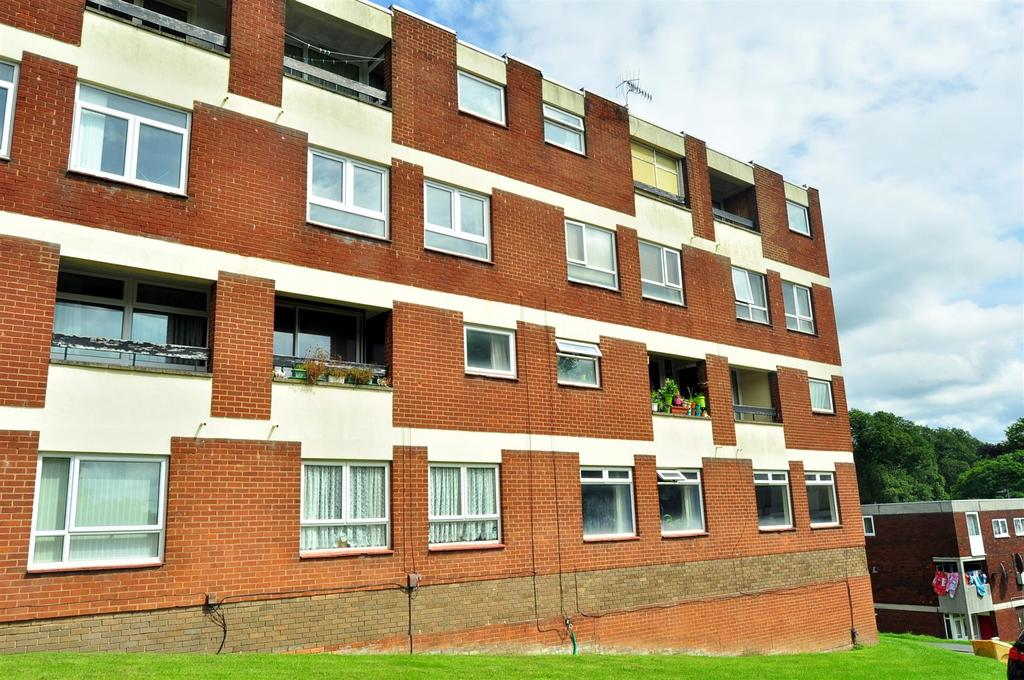 2 Bedrooms Maisonette Flat for sale in Bundle Hill, Halesowen