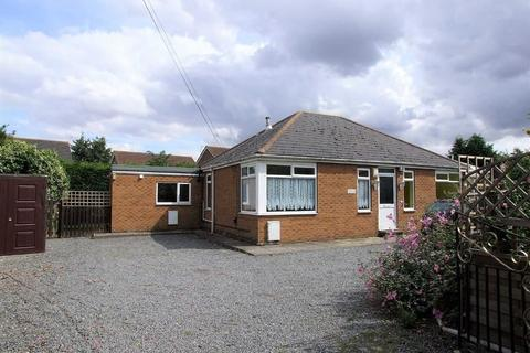 3 bedroom detached bungalow for sale - Boothferry Road, Hessle, East Yorkshire, HU13