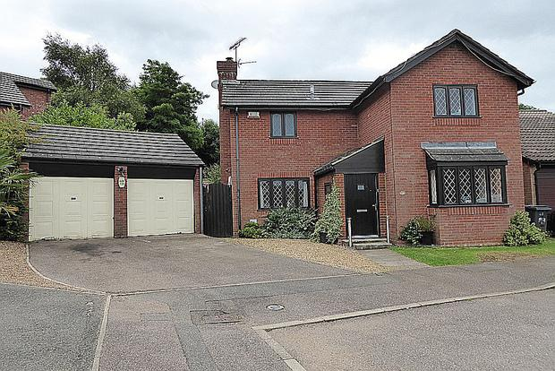 4 Bedrooms Detached House for sale in Gresham Drive, West Hunsbury, Northampton, NN4