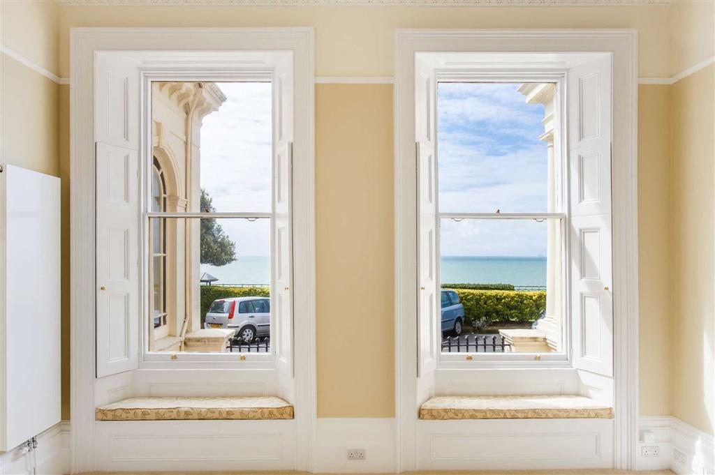 3 Bedrooms Flat for sale in Eastern Terrace, Brighton