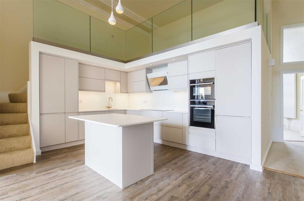 3 Bedrooms Flat for sale in Eastern Terrace, Brighton