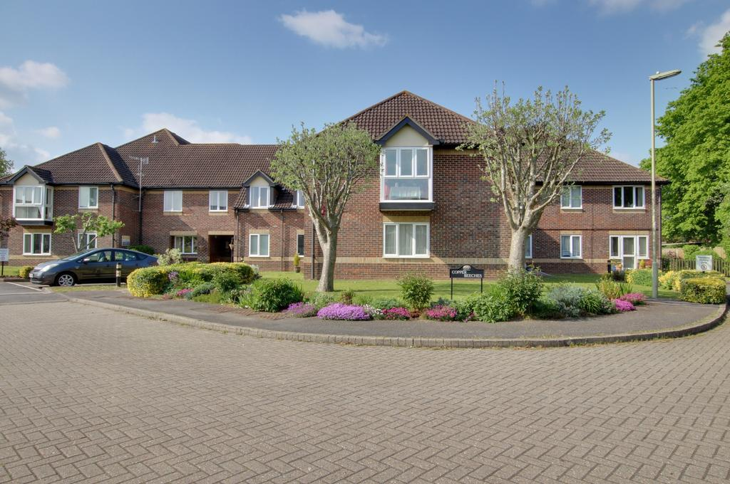 2 Bedrooms Ground Flat for sale in COPPER BEECHES, DENMEAD