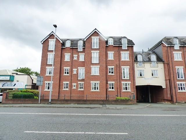 2 Bedrooms Flat for sale in Parkgate Court, Wilderspool Causeway, Warrington
