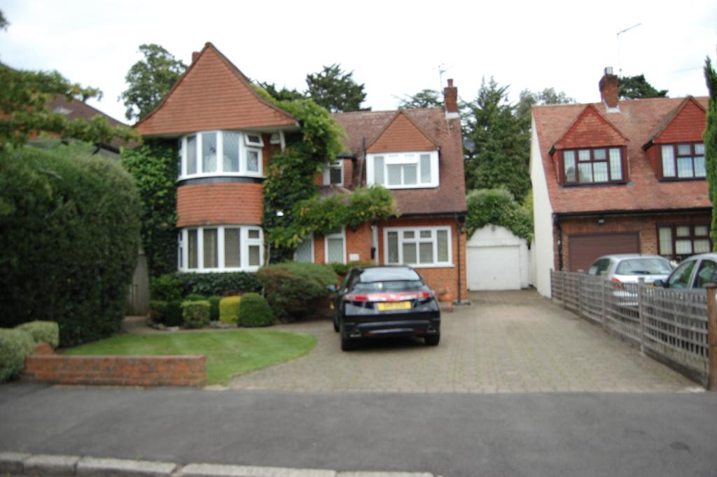 3 Bedrooms Detached House for sale in Cavendish Drive, Edgware HA8