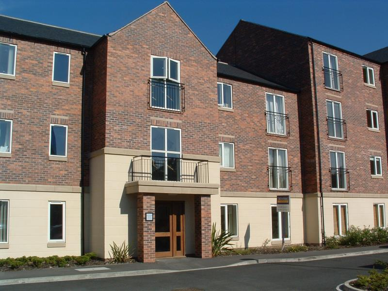 2 Bedrooms Flat for sale in KINGFISHER HOUSE, BRINKWORTH TERRACE, YORK, YO10 3DF