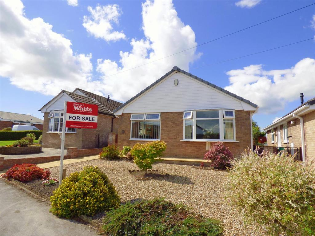 2 Bedrooms Detached Bungalow for sale in Grasmere Road, Wyke, Bradford