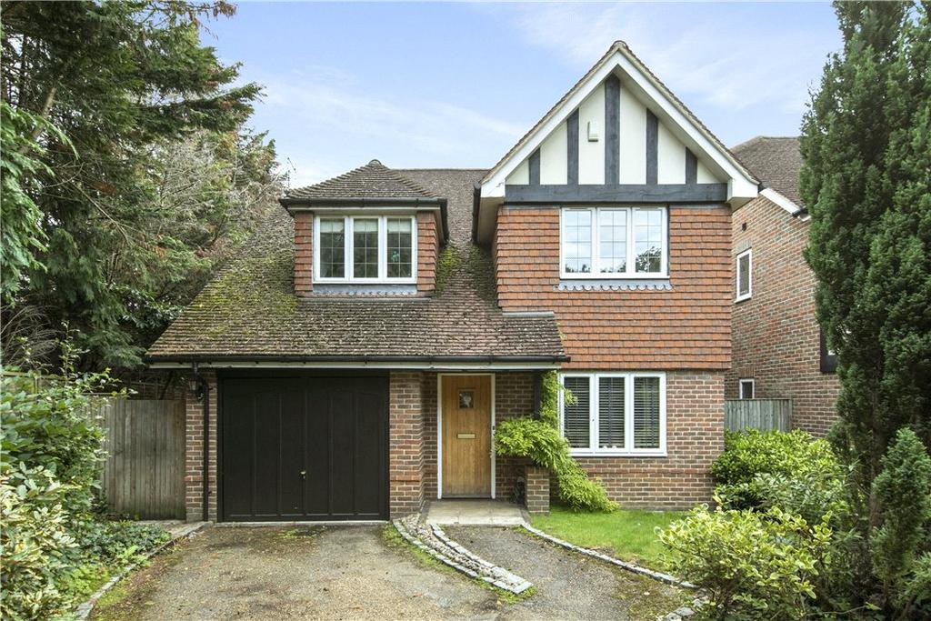 5 Bedrooms Detached House for sale in Hall Place Drive, Weybridge, Surrey, KT13
