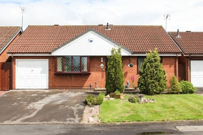 2 Bedrooms Detached Bungalow for sale in 43 Farm Grove, Newport, Shropshire, TF10 7PX