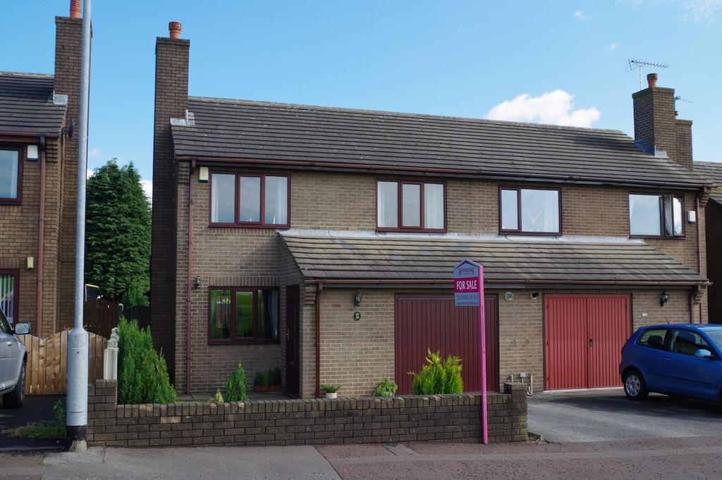 3 Bedrooms Semi Detached House for sale in Horley Green Road, Claremount, Halifax HX3
