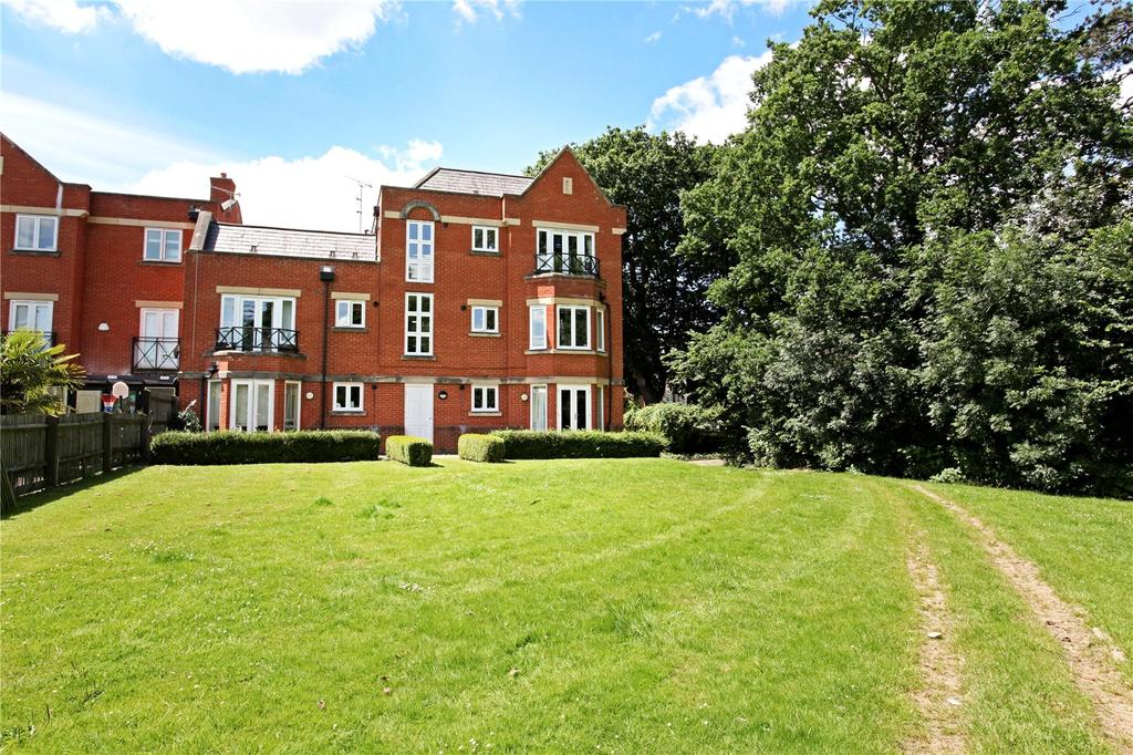 2 Bedrooms Flat for sale in Longbourn, Windsor, Berkshire, SL4