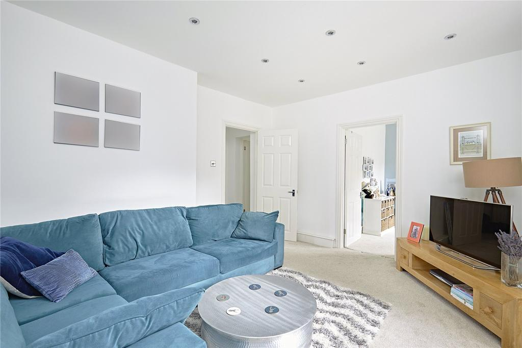 2 Bedrooms Flat for sale in Matilda House, St. Katharines Way, London