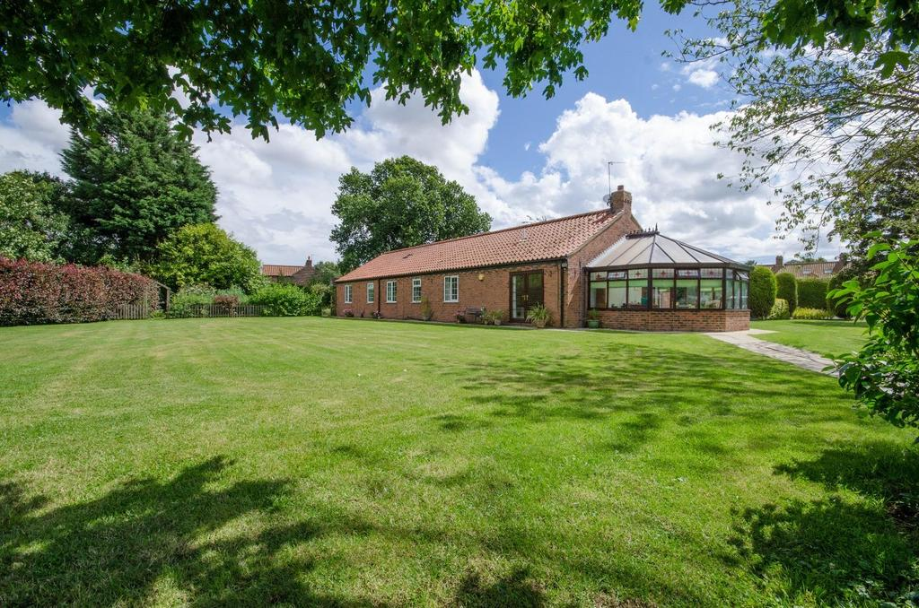 4 Bedrooms Bungalow for sale in Nun Monkton, York