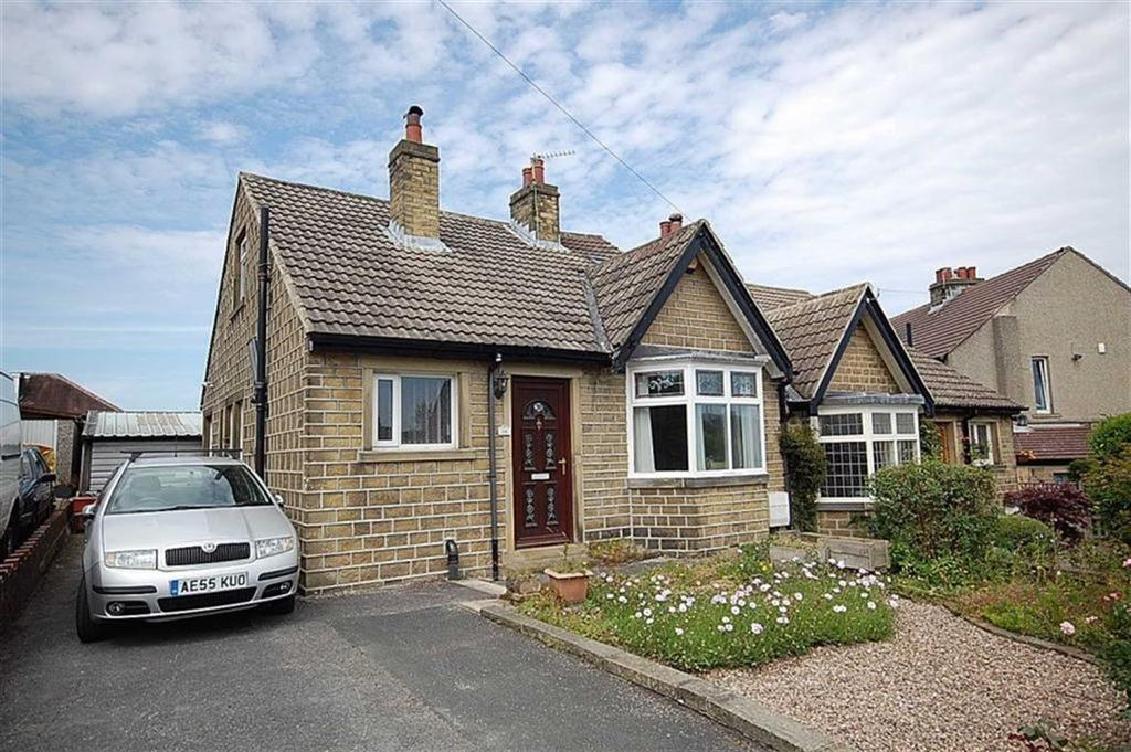 3 Bedrooms Semi Detached Bungalow for sale in Longden Avenue, Beaumont Park, Huddersfield, HD4