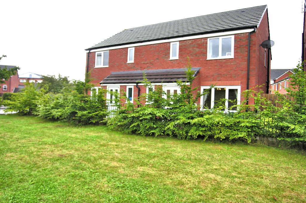 3 Bedrooms Semi Detached House for sale in FIELDHOUSE WAY, THE CROSSINGS, STAFFORD ST17