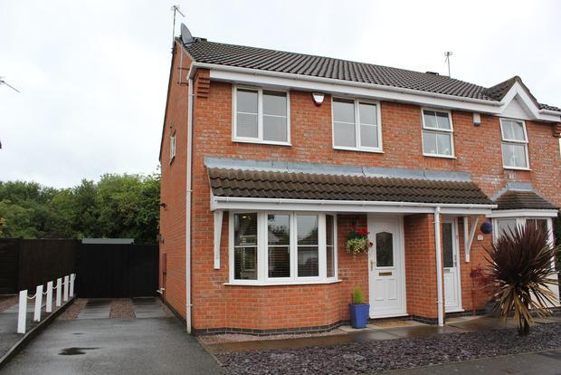3 Bedrooms Semi Detached House for sale in Galahad Close, Leicester Forest East, Leicester, LE3