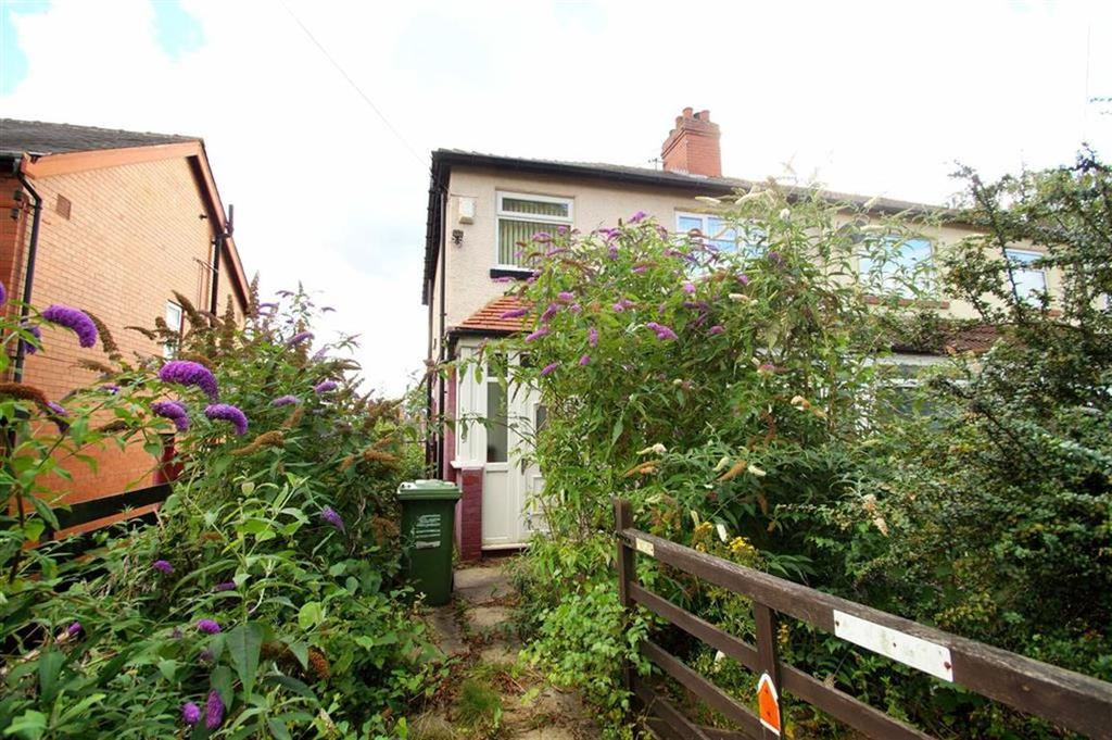 3 Bedrooms Semi Detached House for sale in Wensley Drive, Meanwood, LS7