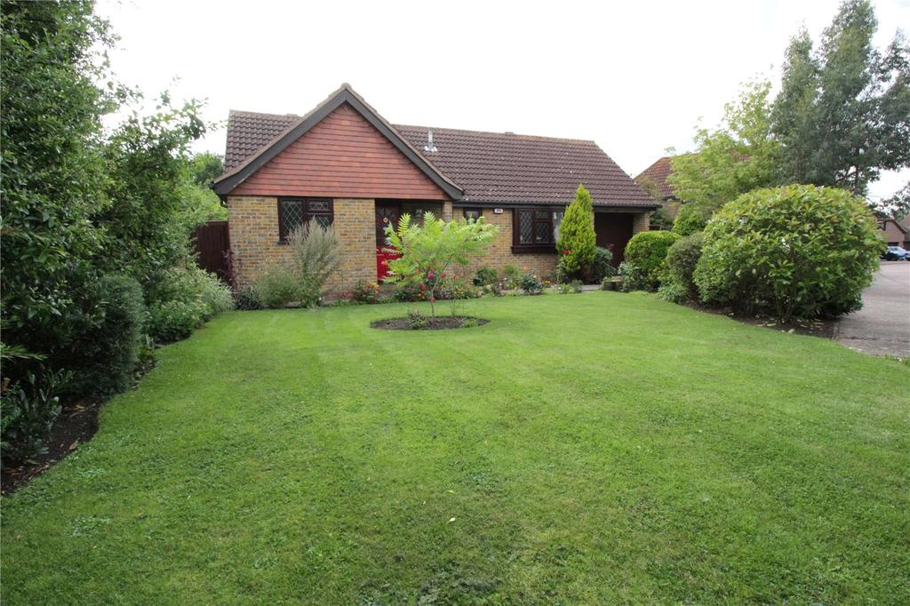 3 Bedrooms Detached Bungalow for sale in Wheatfield Way, Langdon Hills, Essex, SS16