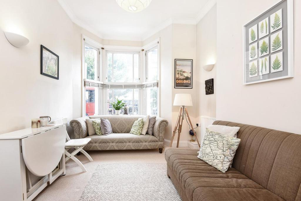 2 Bedrooms Flat for sale in St. John's Hill, Battersea