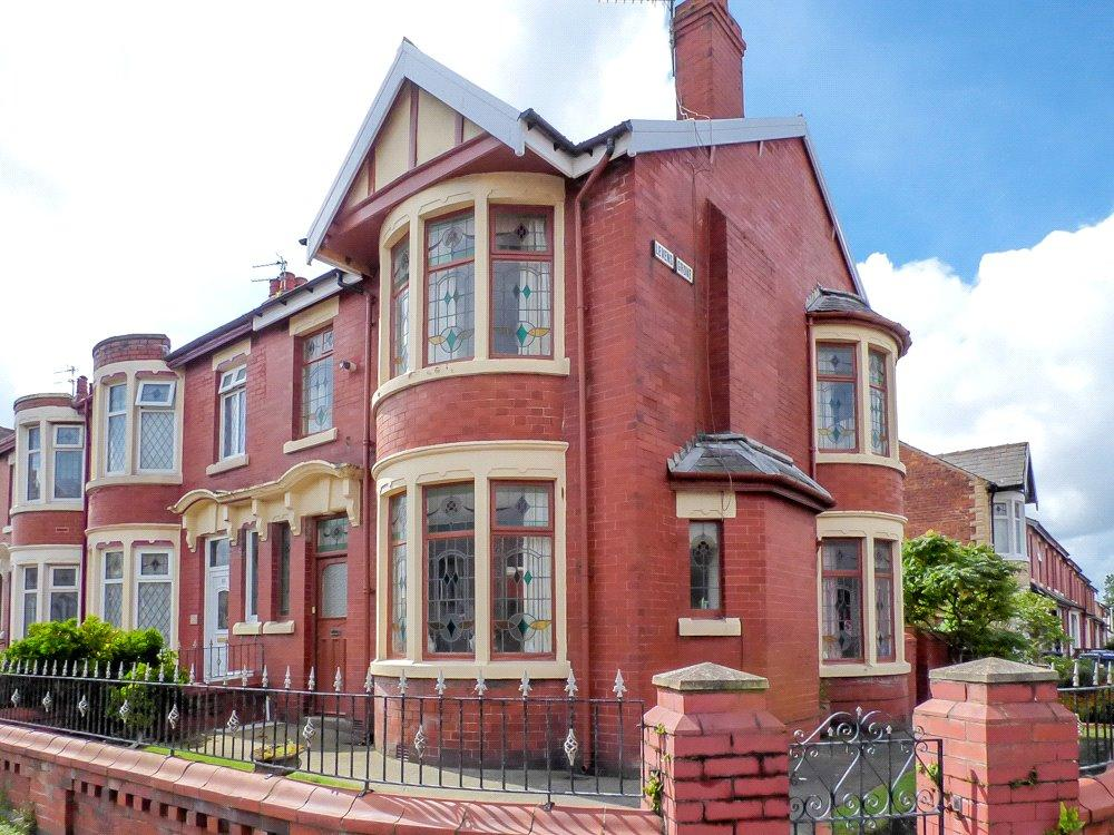 3 Bedrooms End Of Terrace House for sale in Grasmere Road, Blackpool, Lancashire