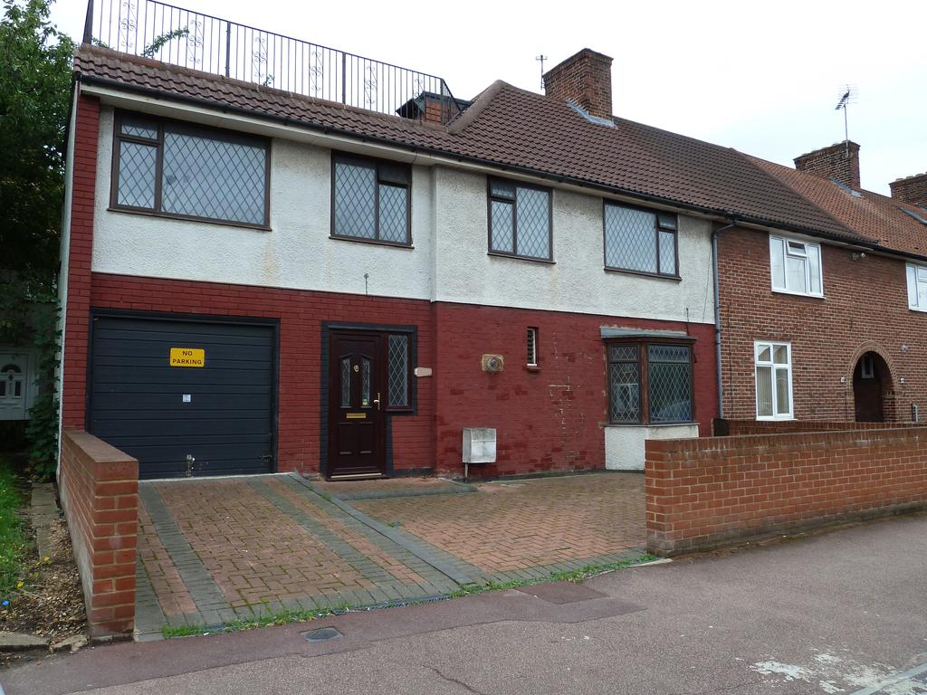 5 Bedrooms End Of Terrace House for sale in NORTH DAGENHAM, Greater London RM8