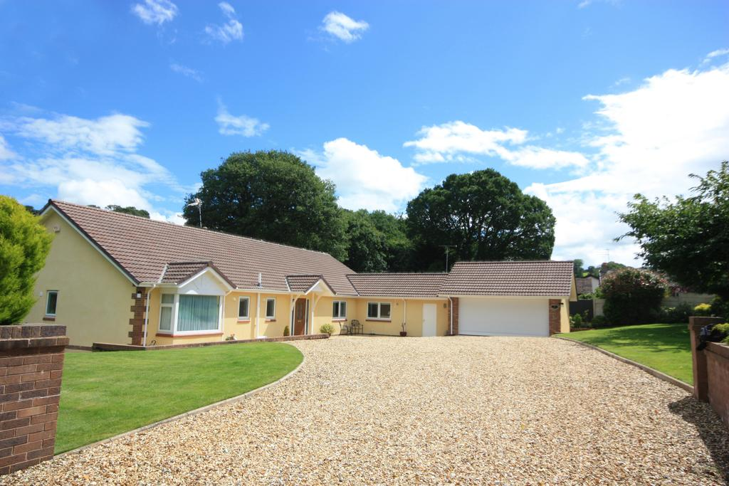 4 Bedrooms Detached Bungalow for sale in Old Colwyn, Colwyn Bay LL29