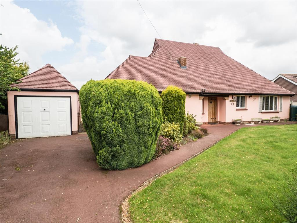 2 Bedrooms Bungalow for sale in The Landway, Bearsted, Maidstone