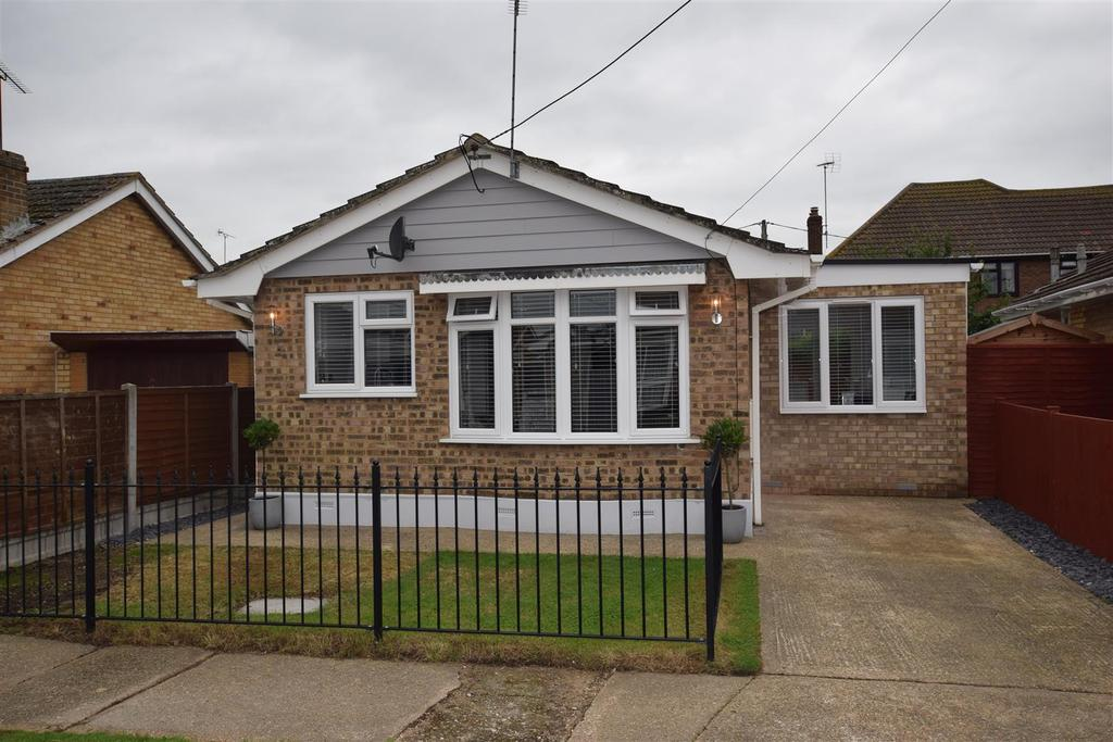 2 Bedrooms Detached Bungalow for sale in Roggel Road, Canvey Island