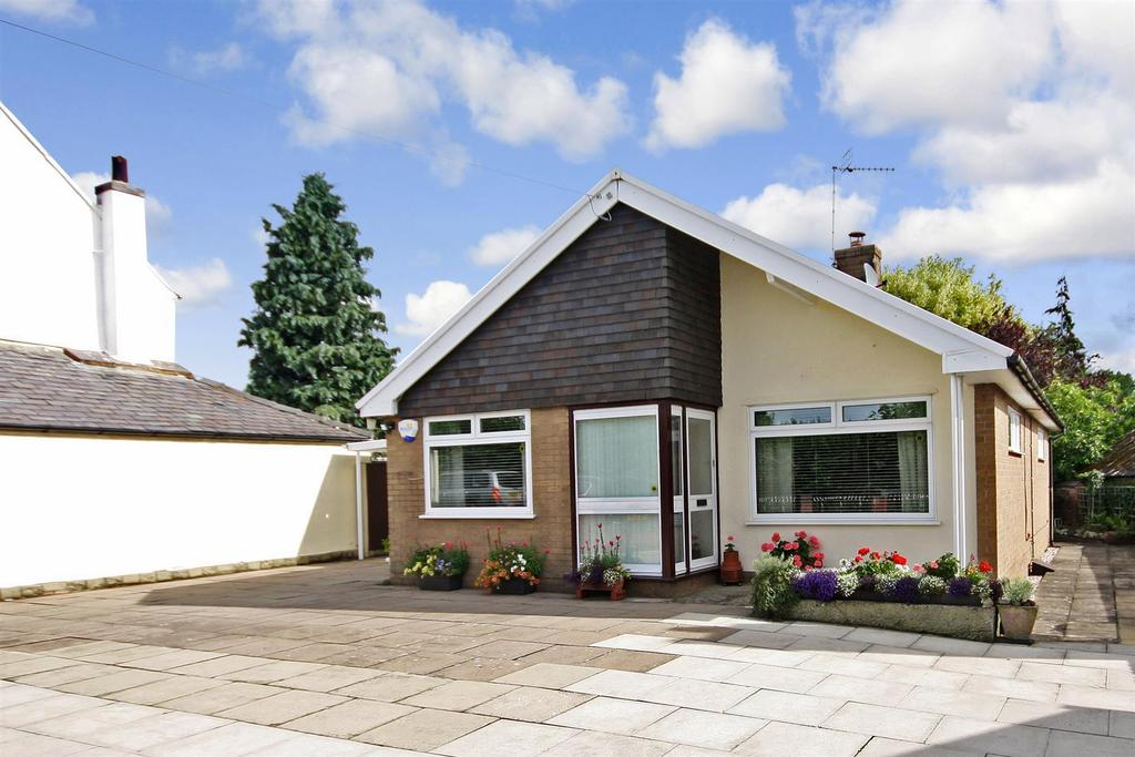 2 Bedrooms Detached Bungalow for sale in Old Chirk Road, Weston Rhyn, Oswestry