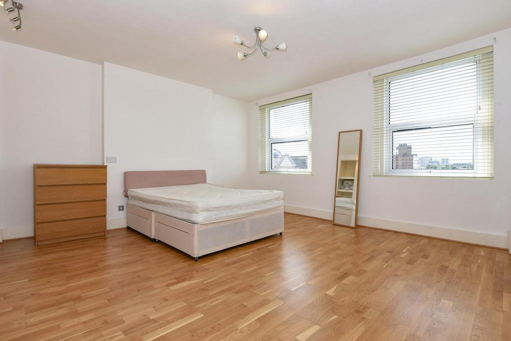 3 Bedrooms Maisonette Flat for sale in Uxbridge Road, Shepherds Bush