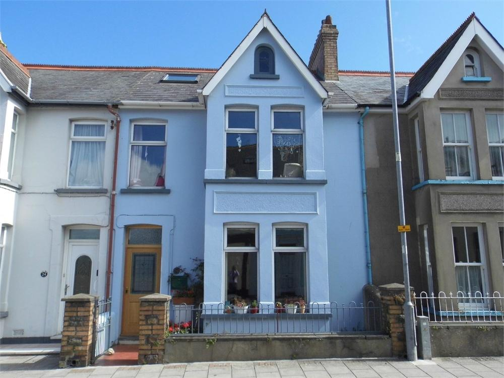 3 Bedrooms Terraced House for sale in 22 Vergam Terrace, Fishguard, Pembrokeshire
