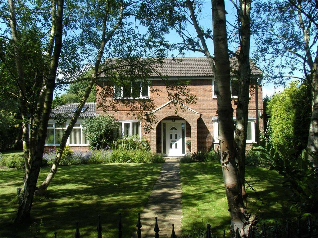 4 Bedrooms Detached House for sale in Plane Tree Gardens, Alwoodley, LS17