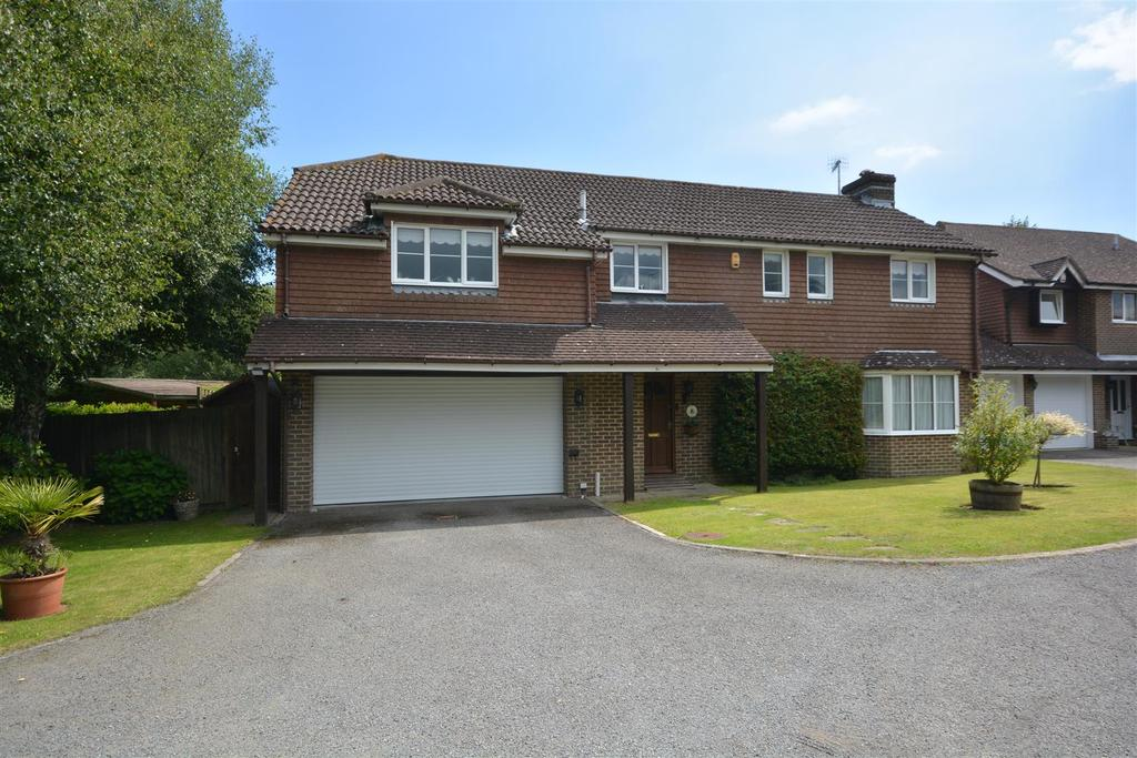 4 Bedrooms Detached House for sale in The Beeches, St. Leonards-On-Sea