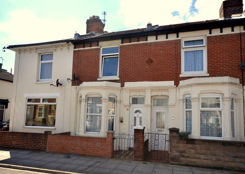 3 Bedrooms Terraced House for sale in Farlington Road, North End, Portsmouth