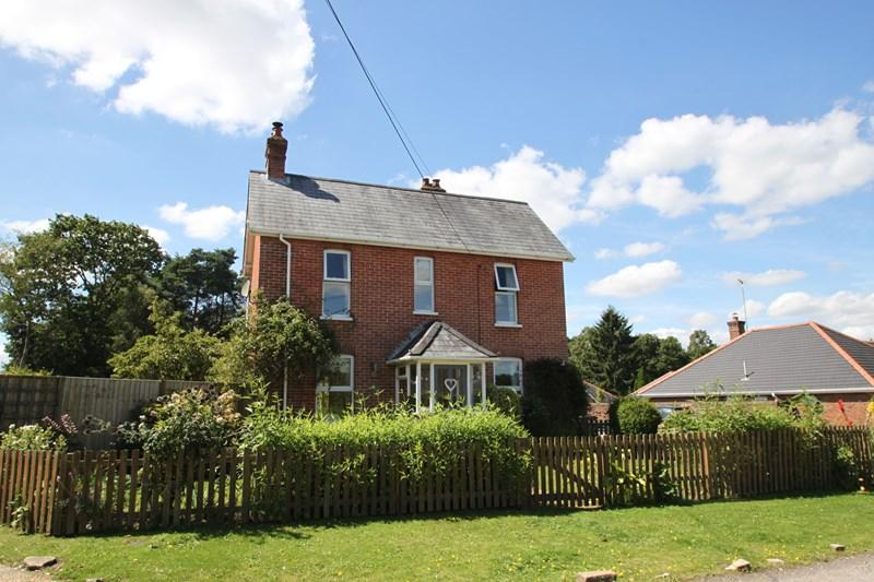 4 Bedrooms Detached House for sale in Antells Way, Fordingbridge