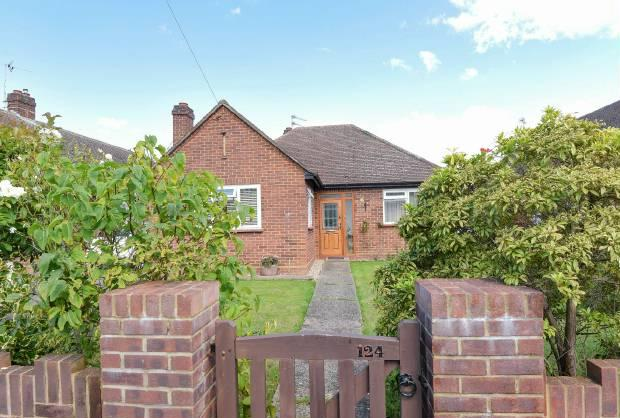 2 Bedrooms Detached Bungalow for sale in Springfield Road, Windsor