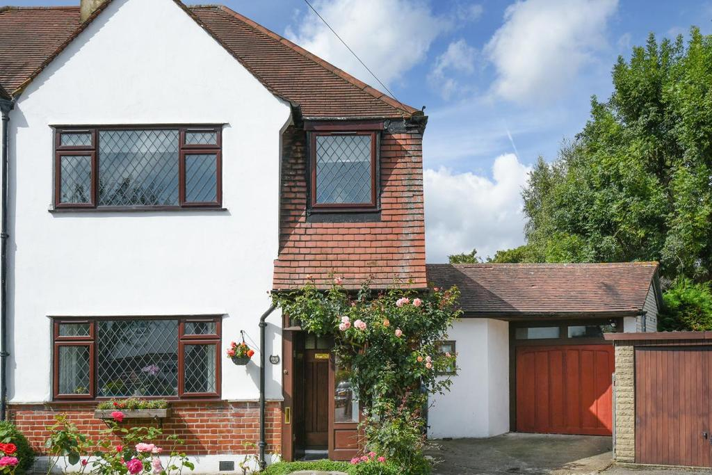 3 Bedrooms Semi Detached House for sale in Carisbrooke Road, Bromley