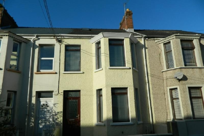 2 Bedrooms Terraced House for sale in Waterloo Road, Hakin, Milford Haven, Pembrokeshire. SA73 3PD