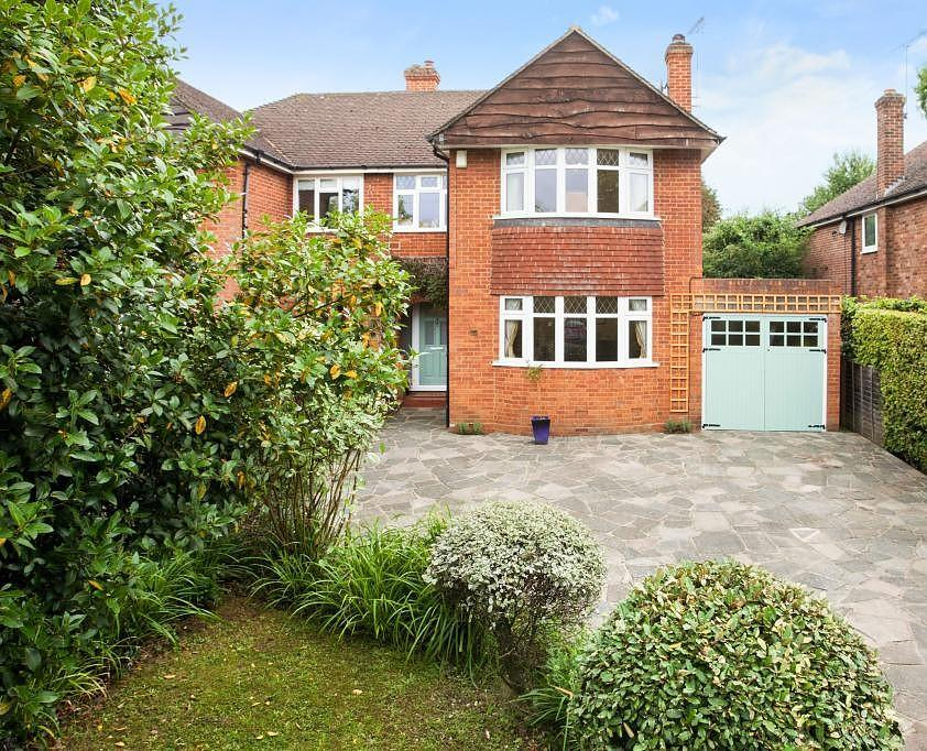 3 Bedrooms Semi Detached House for sale in Shenfield, Brentwood, Essex, CM15