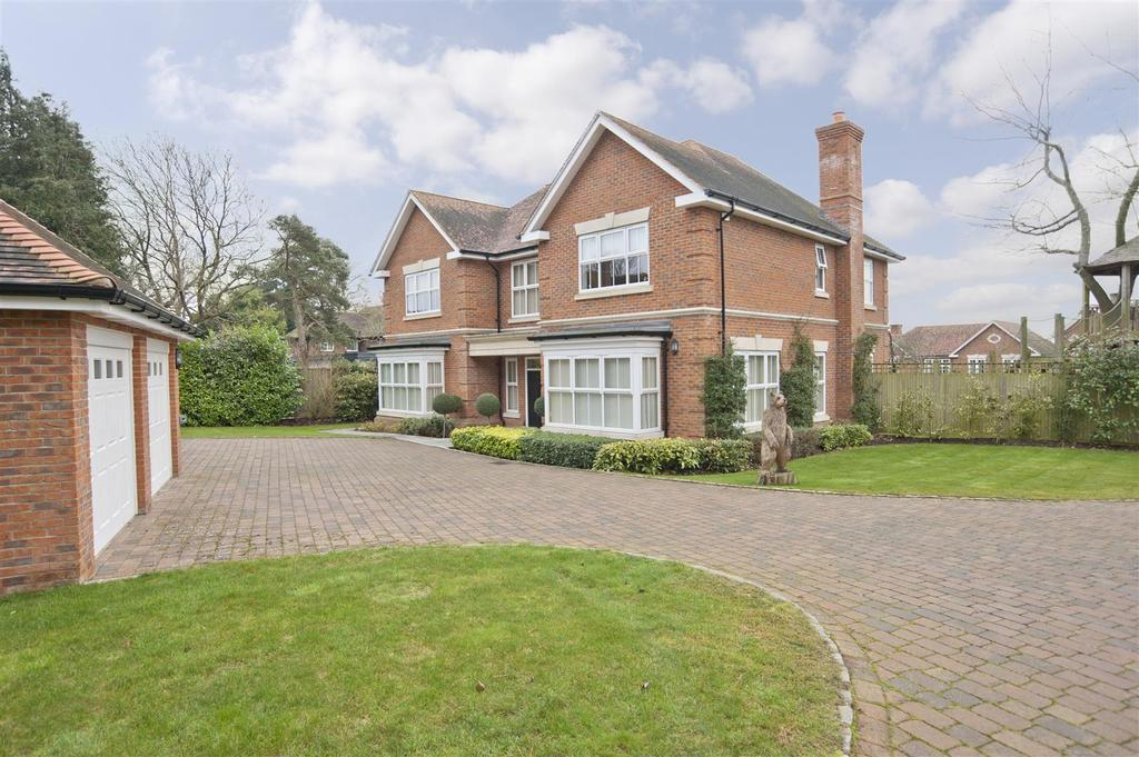 5 Bedrooms Detached House for sale in Kendrick Gate, Tilehurst